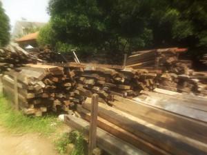 Jual beli kayu balok bekas